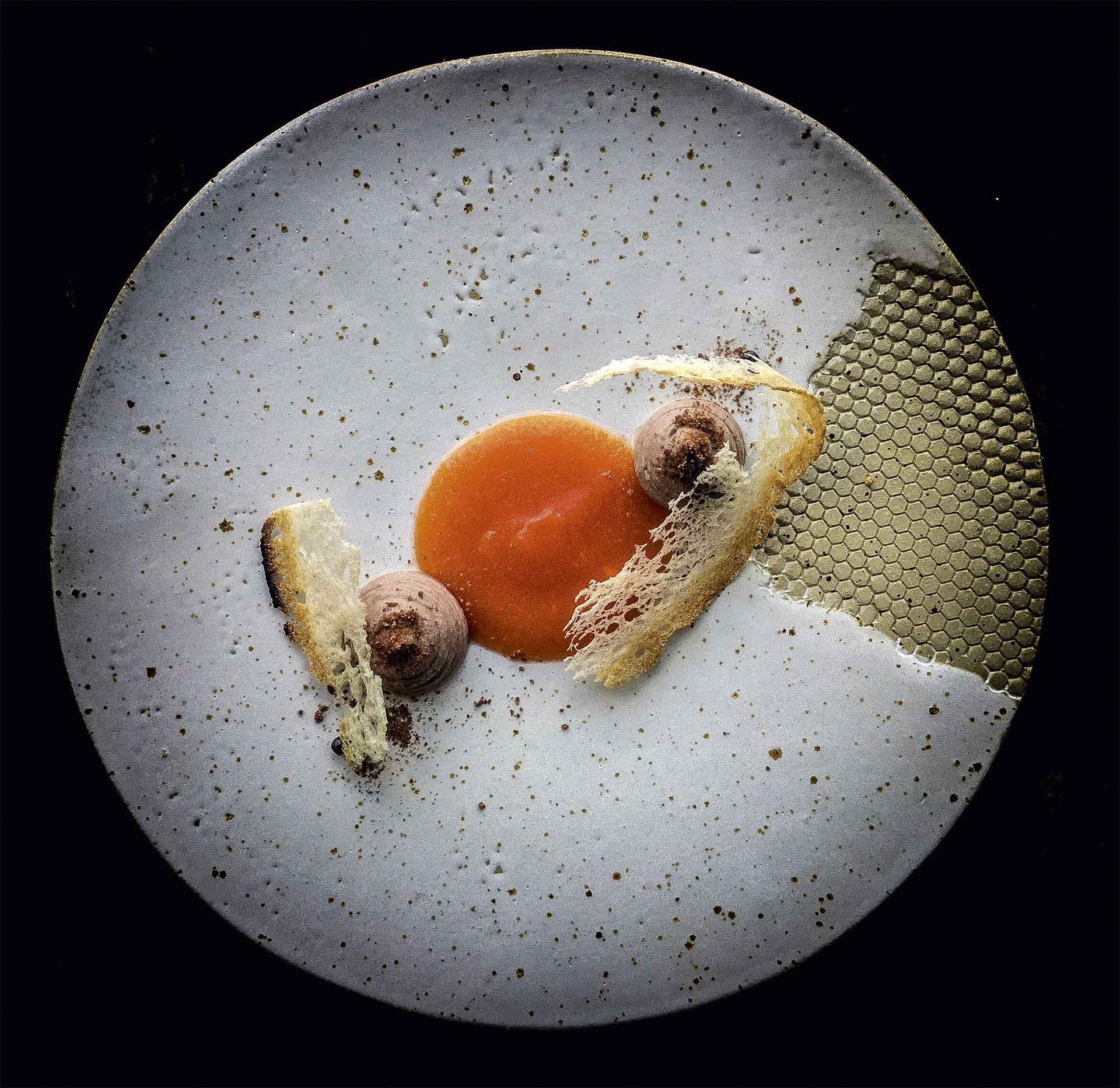 Cocoa is partnered with papaya and foie gras by Luca Rosati ©Luca Rosati | Story on a Plate, Gestalten 2019
