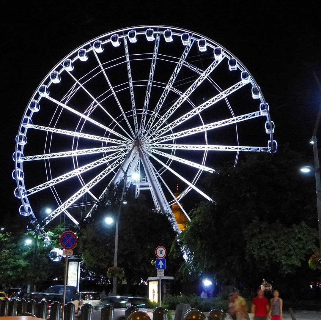 Costes Ferris Wheel Hungary_winter dining solutions