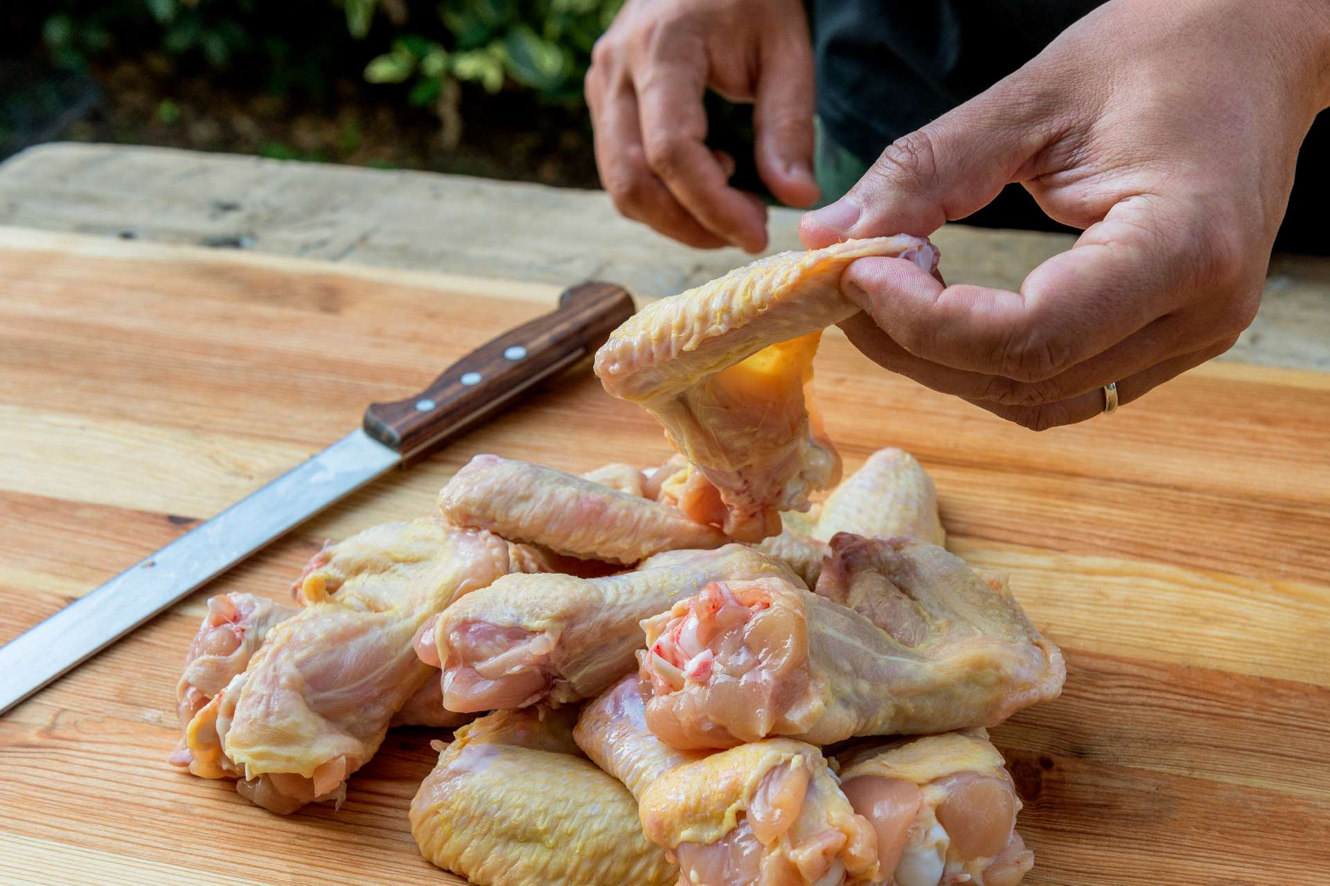 removing chicken skin ©iStock