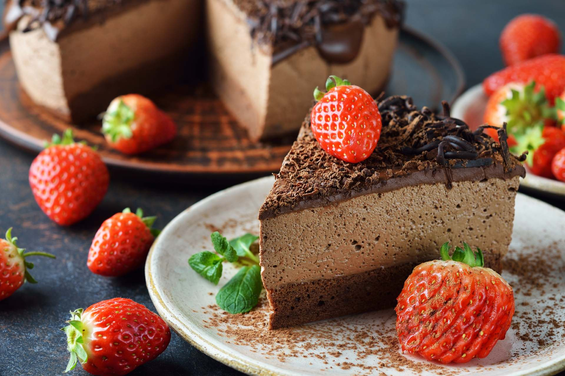 chocolate cheesecake with strawberries ©iStock
