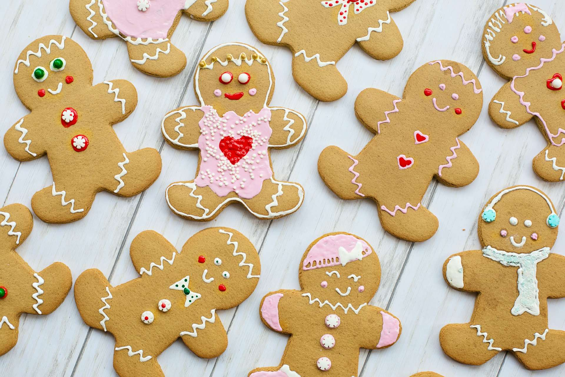 gingerbread_men - jill wellington / pexels