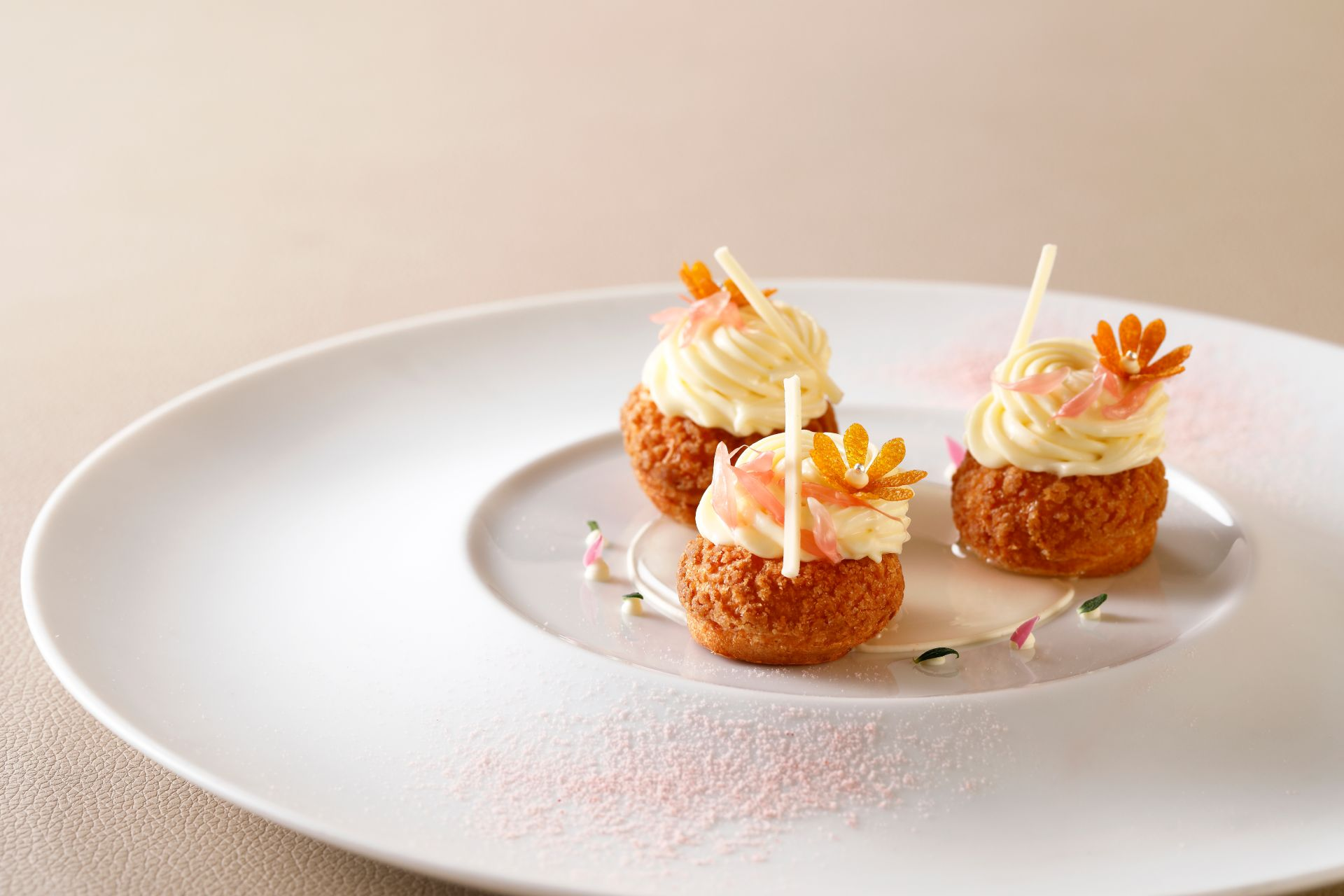 Tate Dining Room_Chinese Citrus Mousse in Choux Puff with Pink Grapefruit Sorbert
