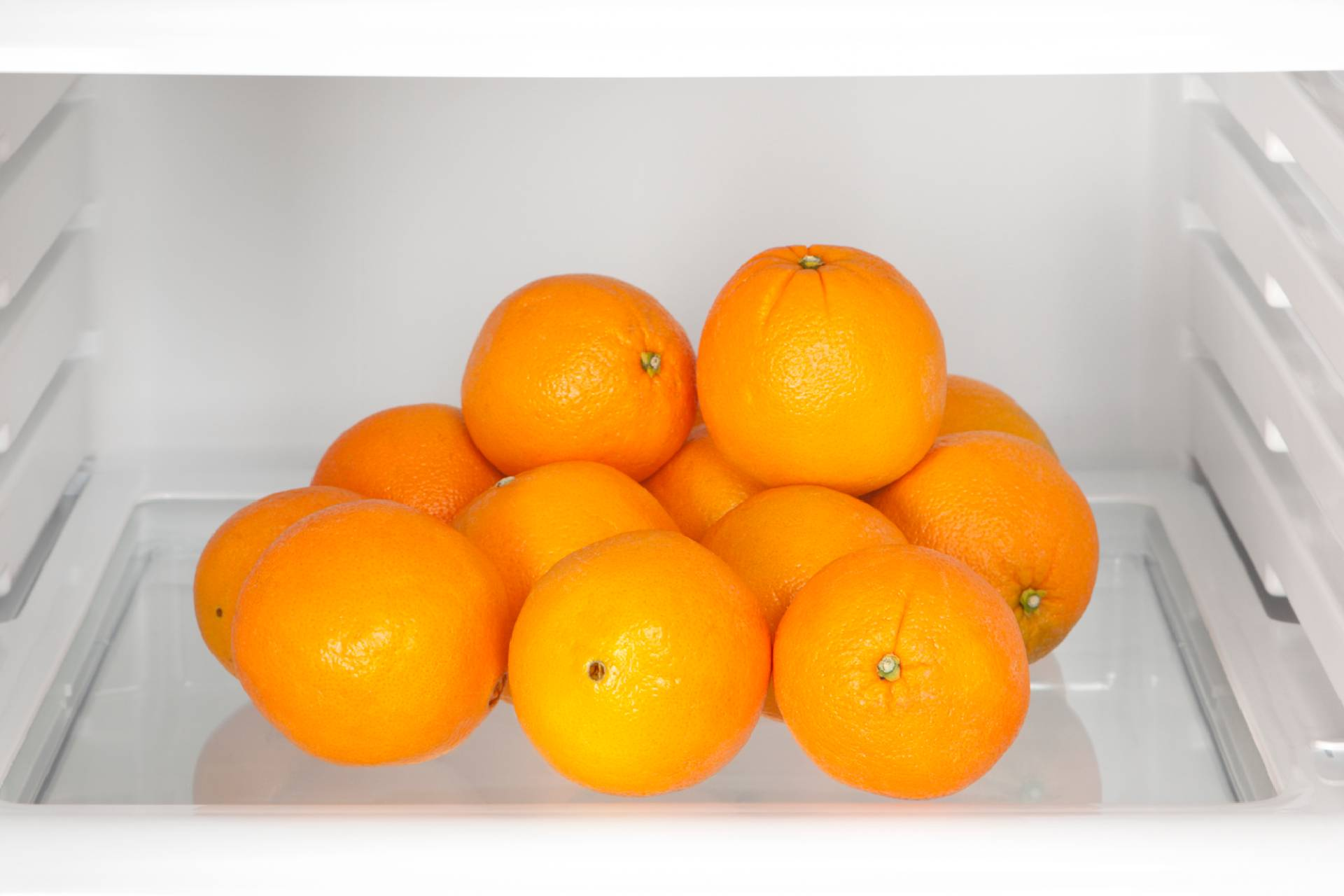 oranges in the fridge ©iStock