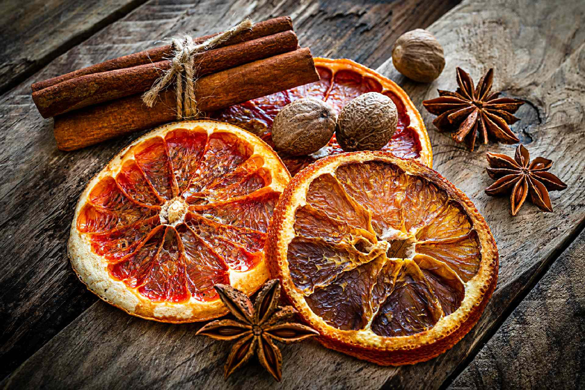 dried orange slices and spices ©iStock
