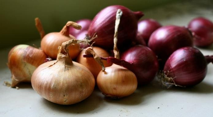 l_15723_white-and-red-onions.jpg