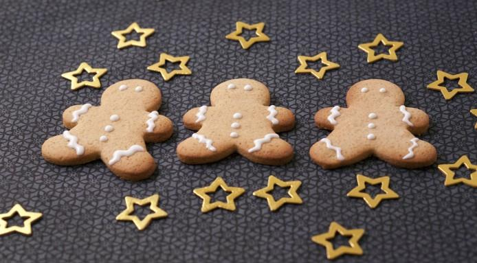 Gingerbread men cookies with Christmas atmosphere