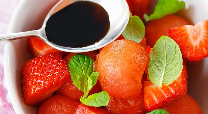 l_1769_strawberries-balsamic-vinegar.jpg