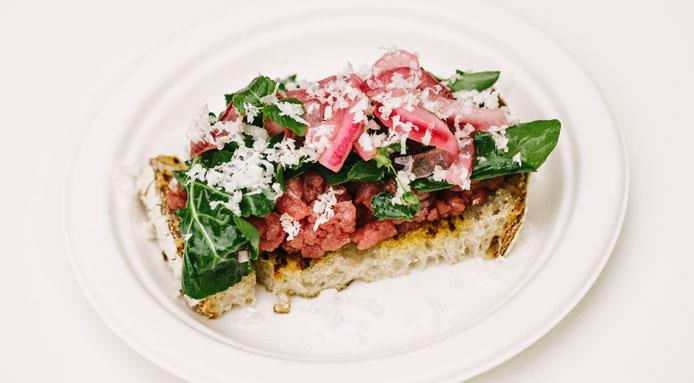 l_2255_raw-beef-on-grilled-bread.jpg