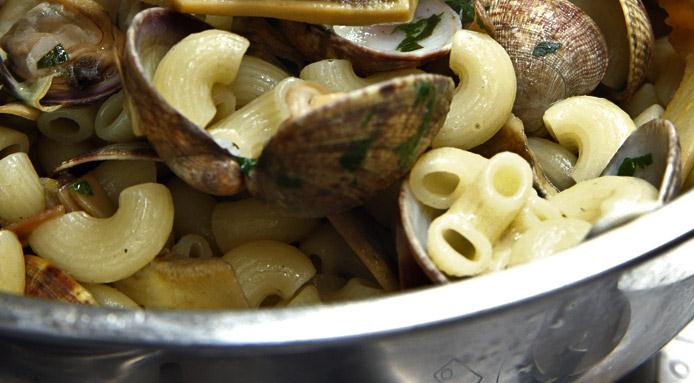 l_2573_macaroni-clams.jpg