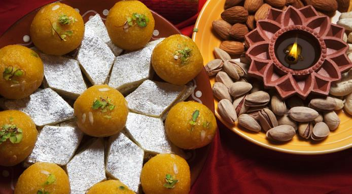 l_6501_indian-sweets-and-nuts.jpg