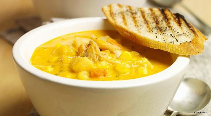 l_9183_chicken-sweetcorn-soup-bread.jpg