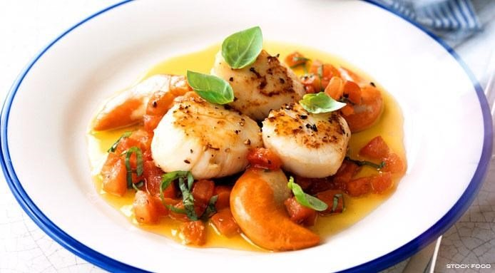 Scallops with Tomato Sauce