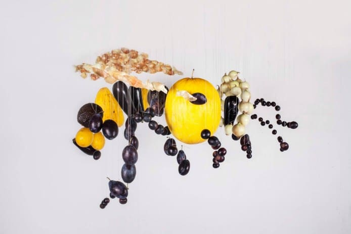 jolita-vaikute-bee-giant-food-art