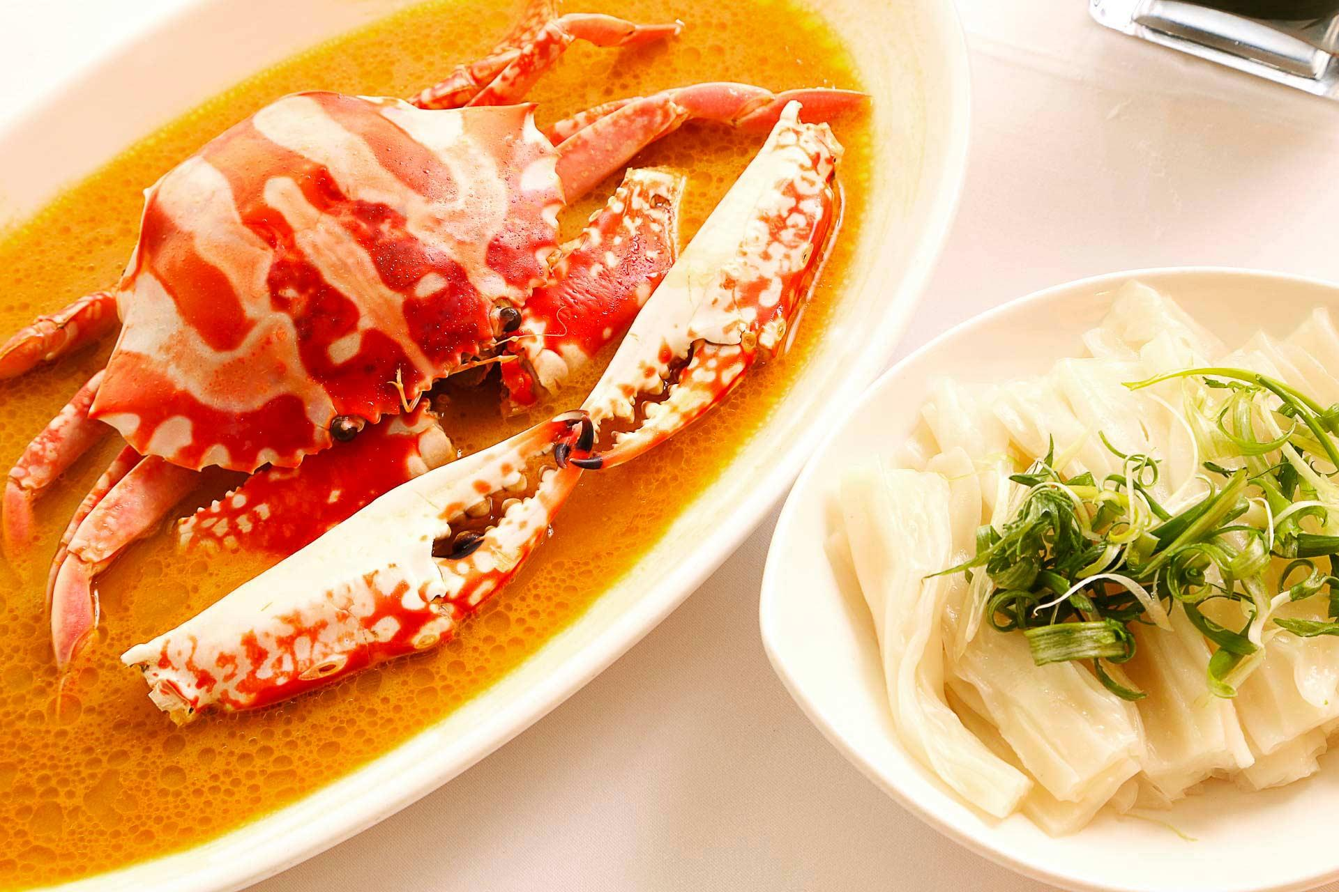 Steamed Fresh Flowery Crab with Aged ShaoXing Wine Fragrant Chicken Oil   Flat Rice Noodles