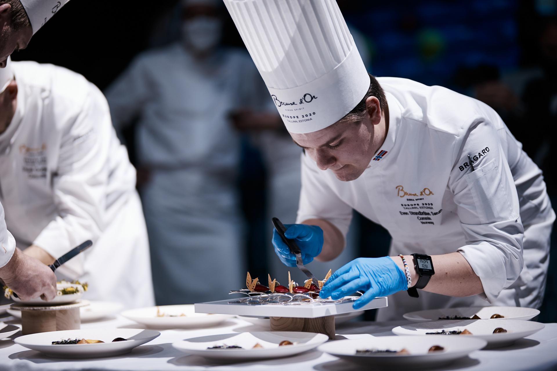 Team Norway working on the plating
