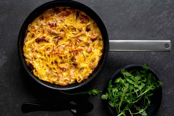 pasta frittata with rocket